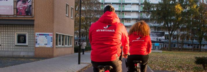 Straat coaches op de fiets
